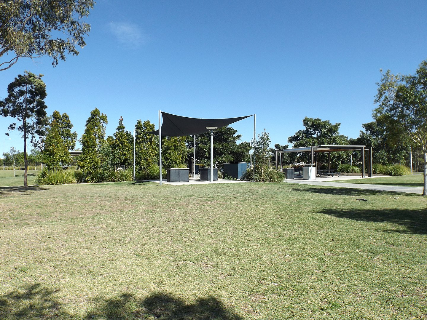 1440px-Berrinba_Wetlands_picnic_area