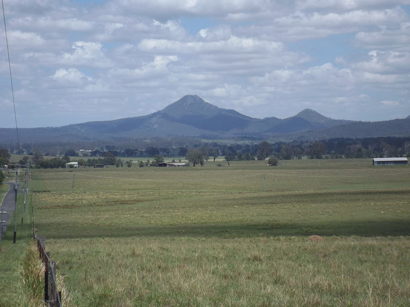 1440px-Flinders_Peak_from_Cedar_Grove,_Queensland