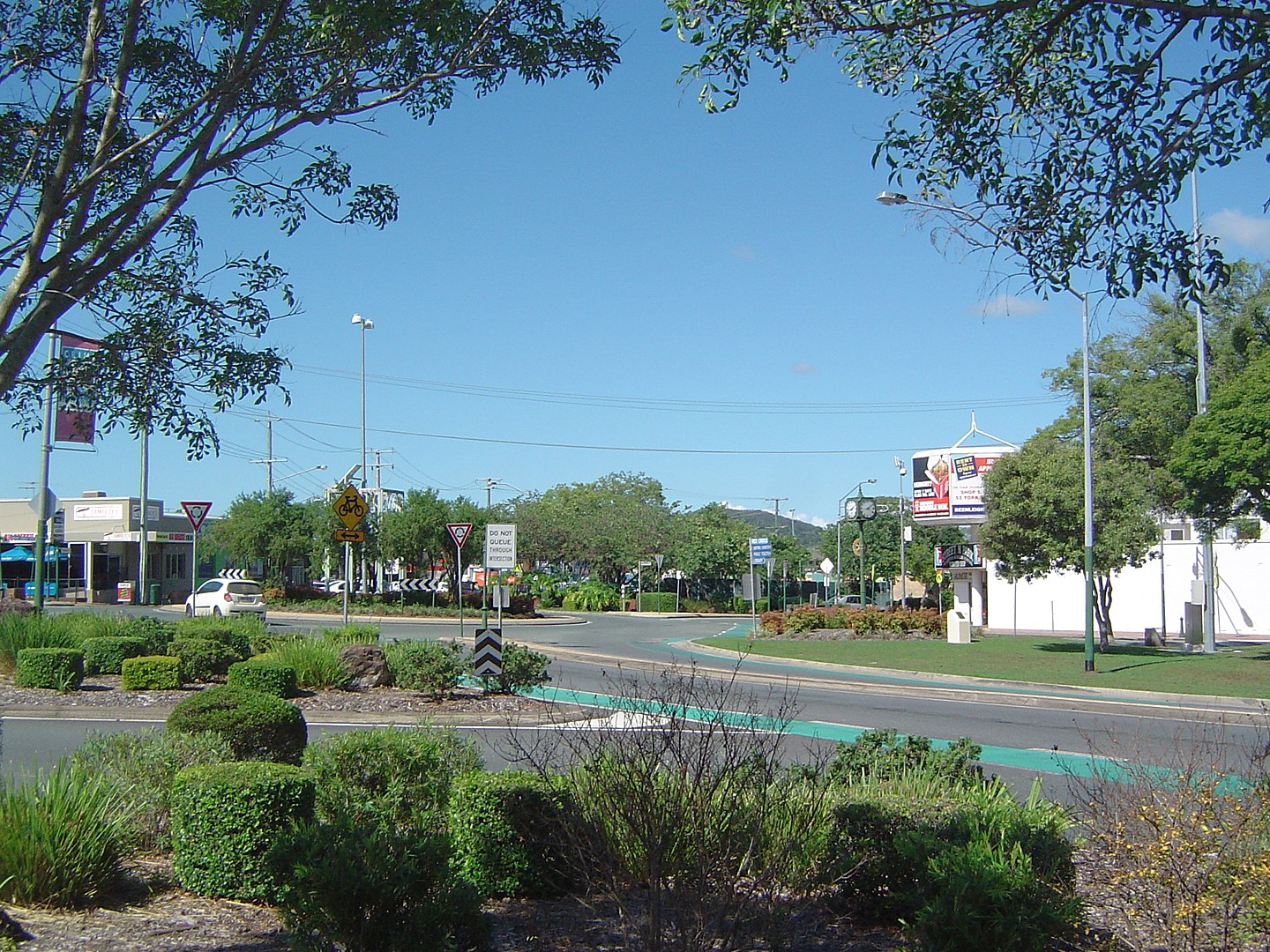 1440px-George_Road_roundabout,_Beenleigh